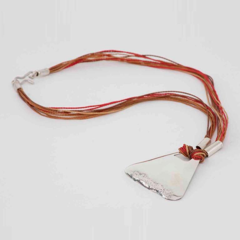 Medalhão triângulo com fogo